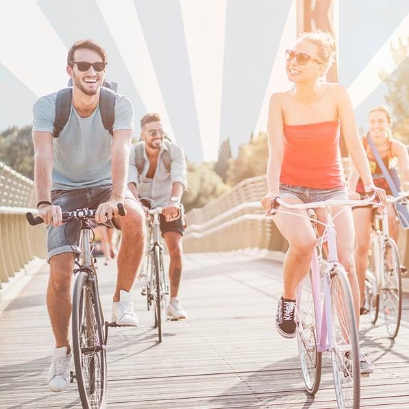 amigos diviertiéndose en el bike tour de wse
