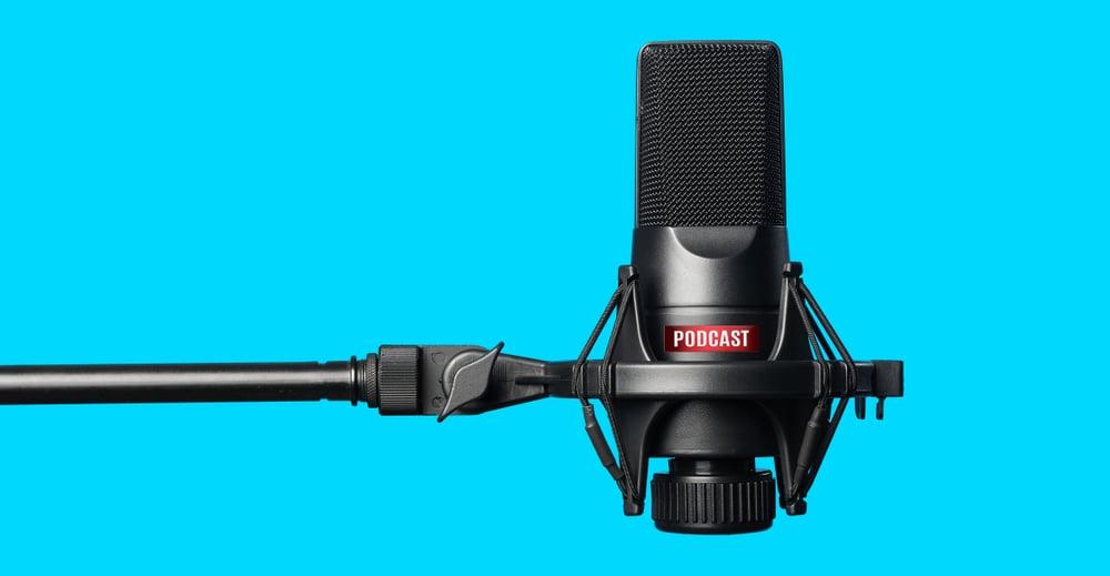 Imagen de micrófono para sección de podcast de clases de inglés online